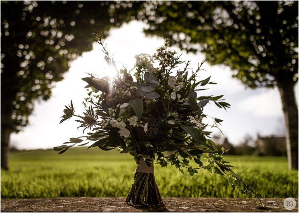 Axnoller house wedding photography by photographer Robin Goodlad, flowers by Clair Lythgoe